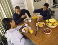New Study Underlines Benefits of Family Mealtimes