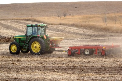 Preparing the seedbed with a cultipacker