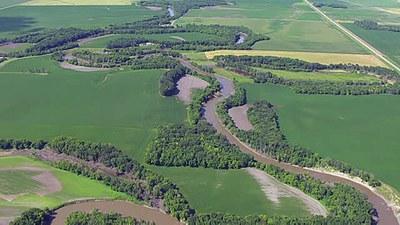 Steam within lacustrine valley with broad floodplain