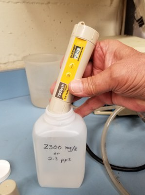 photo of calibrating a TDS meter