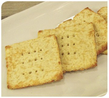 Garlic Cheese Crackers