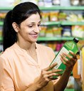 woman reading a nutrition facts label in a grocery story