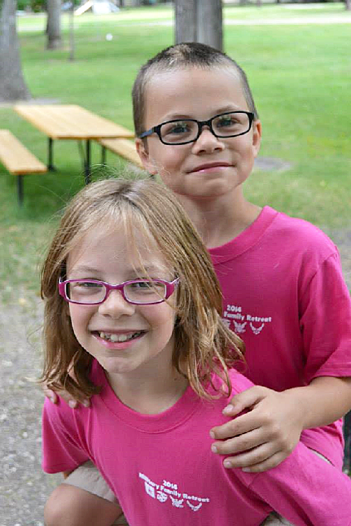 2 kids in pink