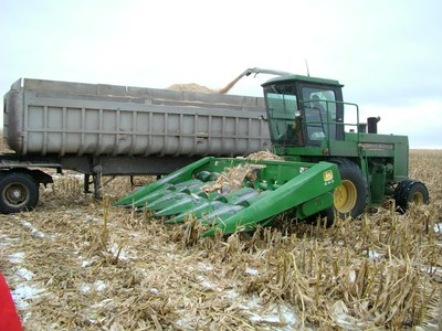 Harvesting using self-propelled harvester and a snapper head